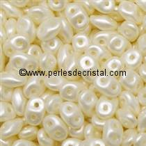 10GR SUPERDUO 2.5X5MM EN VERRE COLORIS PASTEL LIGHT CREAM / OFF WHITE 02010/25110