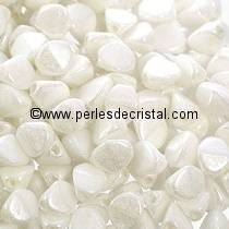 50 PINCH 5X3MM EN VERRE COLORIS CHALKWHITE SHIMMER - WHITE CERAMIC LOOK
