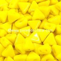 10GR KHEOPS® BY PUCA BEADS 6MM - TRIANGLE GLASS COLOURS OPAQUE JONQUIL 83120