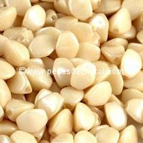 50GR PINCH 5X3MM EN VERRE COLORIS OPAQUE BEIGE CERAMIC LOOK 03000/14413 - ENVIRON 640 PERLES