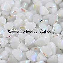 50 PINCH 5X3MM EN VERRE COLORIS OPAQUE WHITE AB 03000/28701