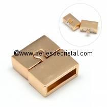 Fermoir magnétique / aimanté en forme de rectangle et fermeture petit coeur, coloris DORE / OR / GOLD - 18X16MM