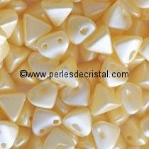10GR PERLES Super-KhéopS® PAR PUCA® 6X6MM COLORIS PASTEL CREAM 02010/25039