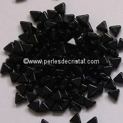 10GR KHEOPS® BY PUCA BEADS 6MM - TRIANGLE GLASS COLOURS JET 23980 - BLACK