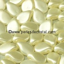 50 PIP 5X7MM EN VERRE COLORIS PASTEL LIGHT CREAM 02010/25110