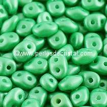 10GR MINIDUO® 2X4MM EN VERRE COLORIS PEARL SHINE LIGHT GREEN 02010/24010