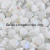 50GR PINCH 5X3MM EN VERRE COLORIS OPAQUE WHITE AB 03000/28701 - ENVIRON 640 PERLES